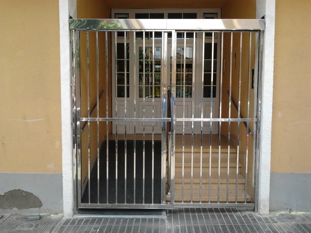 Inoxidables maipez acero inoxidable las palmas acero for Puertas de acero inoxidable